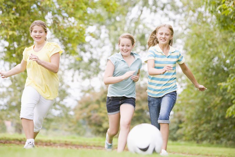 Activities that keep children entertained at a children's party - Soccer Balls